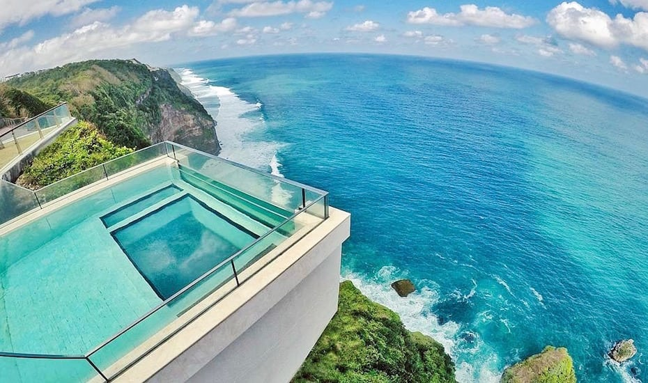 Clifftop infinity pool at oneeighty cliff club in Uluwatu, Bali - Indonesia